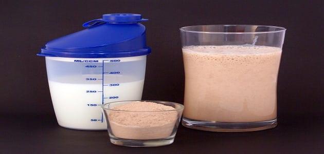 مسحوق البروتين فوائده وتأثيره والأستخدام والأضرار والأثار الجانبية